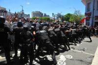 EN VIVO: la despedida a Maradona derivó en enfrentamientos y corridas con la Policía
