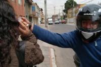 Motochorro le arrebató el celular a una mujer de 72 años y fue detenido