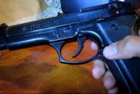 Un policía se pegó un tiro limpiando su arma: sufrió fractura expuesta