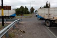 Camión chocó contra una camioneta en un peligroso cruce de ruta 20