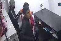 Robaron a punta de pistola en un local de ropa: se llevaron más de $45 mil y una moto