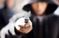 Dos jóvenes terminaron detenidos tras amenazar con un arma blanca a una mujer para robarle