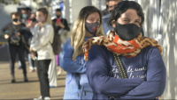 Mendoza suma restricciones a las salidas por DNI y a las reuniones sociales