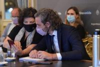 Cafiero y Vizzotti se reúnen con expertos para definir cómo siguen las restricciones