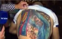 Messi se sorprendió con el tatuaje de un hincha y dijo que se lo quiere firmar