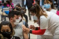 Una de cada dos personas mayor de 20 años ya recibió la primera dosis de la vacuna