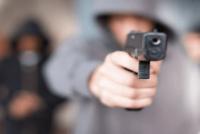 A punta de pistola, asaltaron a una familia de 9 de Julio y se llevan $40 mil y 2 Smart TV