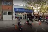 Detienen a un hombre por ocasionar disturbios en un banco de Rawson