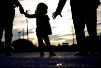 Nena se soltó de la mano de su papá y fue atropellada por una camioneta