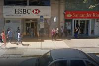 Joven rompió el vidrio de un banco céntrico y lo detuvo la policía