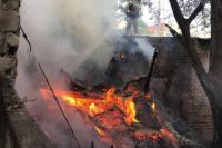 El fuego consumió por completo una carpintería de Rawson