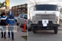 Tres pocitanos fueron detenidos por robar con un camión materiales de construcción