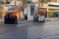Ardió en llamas un contenedor en pleno centro y buscan al responsable del hecho