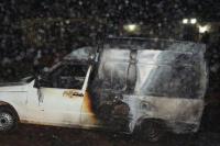 Un utilitario ardió en llamas frente a la plaza Laprida